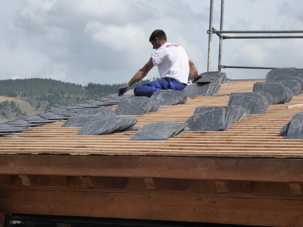 The mountains are a great source of slate, so unlike the rest of Spain where red tiles are the most economic roofing material, here beautiful and long lasting slate is used everywhere.