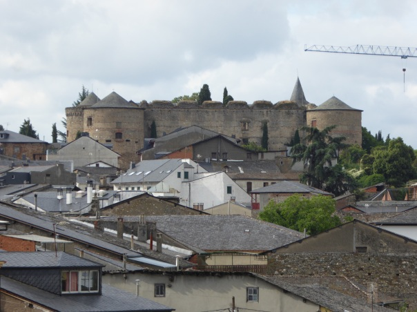 Now surrounded by slate roofed houses, this shows the size of the medieval Templar castle in Villafranca. The location of this fortress was strategically important, the next day's journey took us through a very narrow canyon where pilgrims were protected by the Templar knights from all the bad guys along the way.