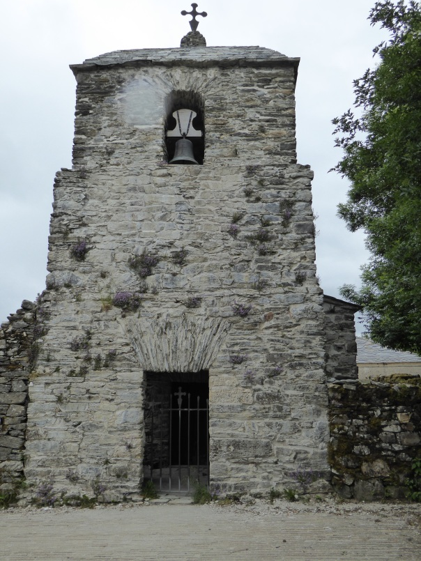 The forgotten old slate church that Delana referred to. Walking the Camino, at 'the pace of life'  allowes pilgrams the opportunity and the time to open their minds and discover what has always been there, but never noticed before.