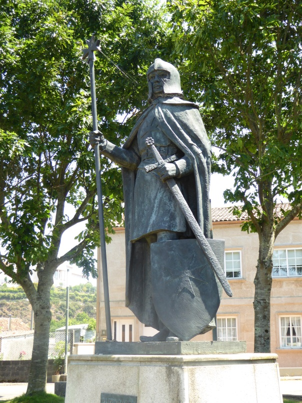 A Templar pilgram? Or a Templar knight, depends what book you are reading! Realistic statue just outside Santiago.