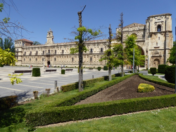 Our hotel, one of the famous Parador chain, this was originally a monastery founded in the twelfth century to provide lodging for the pilgrims travelling to Santiago de Compostela in Galicia. This is considered one of the most beautiful Renaissance building in Spain.