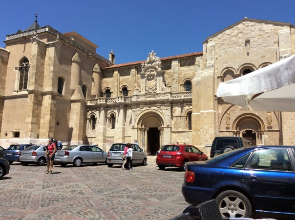 Square in front of the Basilica San Isidora.