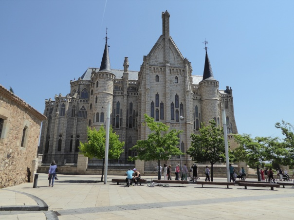 We enjoyed seeing the Spanish architect Gaudi's work so much in Barcelona last year, it was only natural for us to spend time viewing his Bishop's palace in Astorga